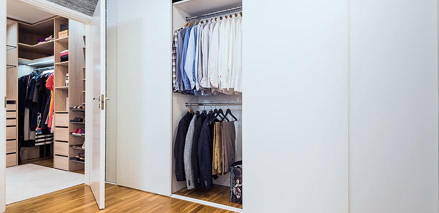 valkoinen vaatekaappi vaatteille